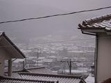 遠方は雪でかすんでいます