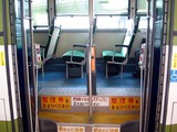 両開きバスの中扉