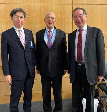 OECD グリア事務総長と
