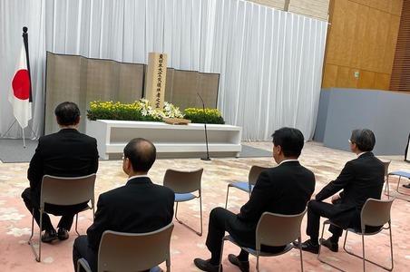東日本大震災 官邸での献花式に参列