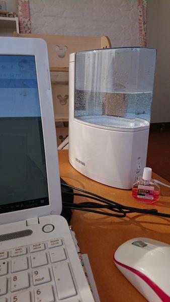 加湿器とパソコン