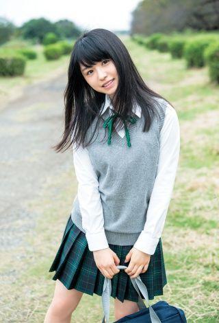 2016年11月2日发售的「週刊ヤングジャンプ」49号里的身着制服的长滨 祢留