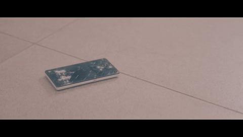 欅坂46 『割れたスマホ』 015