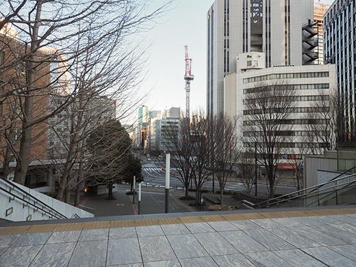 霞が関コモンゲートの大階段と外堀3