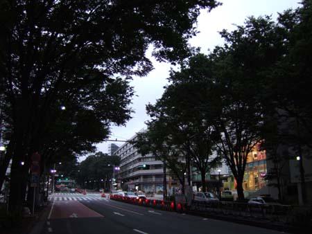 真夜中の表参道ヒルズ3