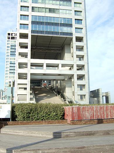 お台場の海にむかう広場と階段6