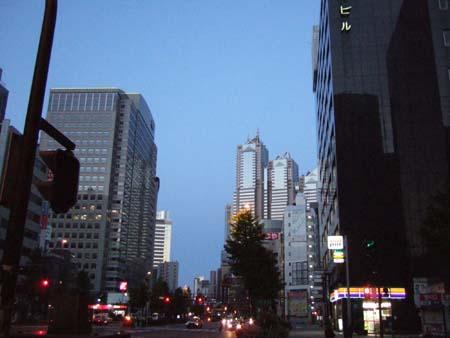 早朝の西新宿