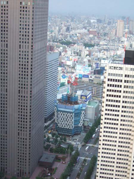 西新宿の工事中のビル2