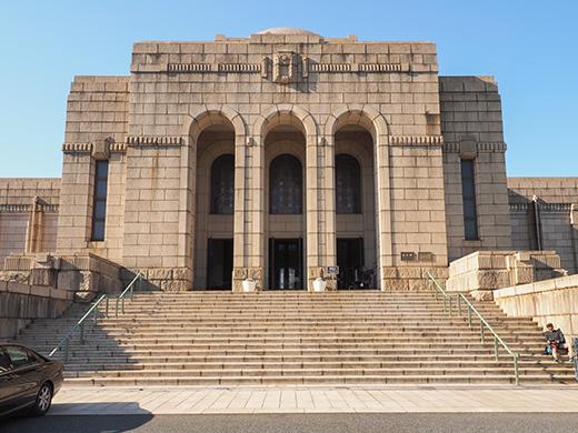 聖徳記念絵画館の階段と軸線とF1-4