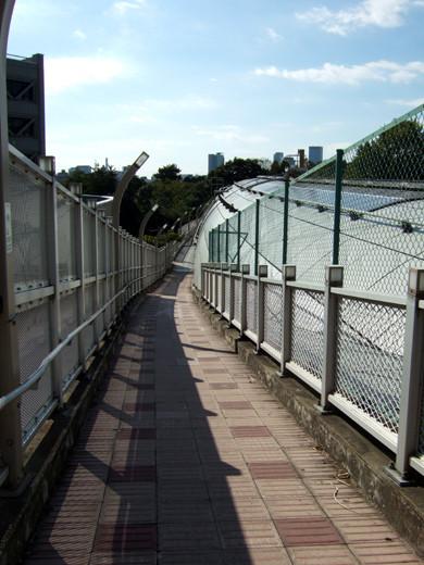 乃木坂トンネルの傾斜歩道3