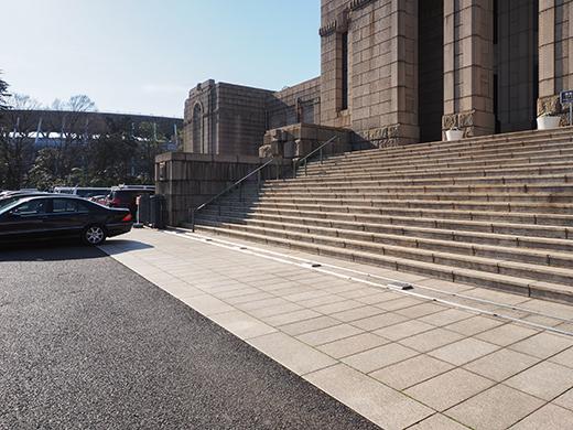 聖徳記念絵画館の階段と軸線とF1-6
