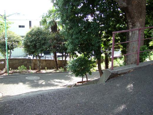 子安八幡神社のスロープ7