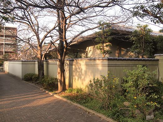 芦屋浜埋め立て地の階段と谷崎記念館5