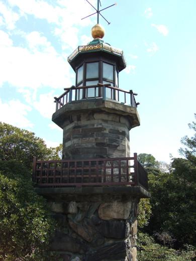 九段坂の高低差と燈明台2