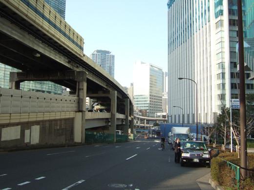 六本木一丁目駅の上にある坂道2