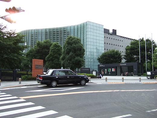 国立新美術館前の坂道2