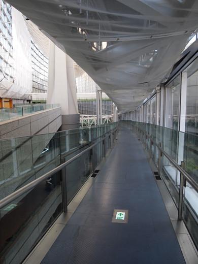 東京国際フォーラムのスロープ16