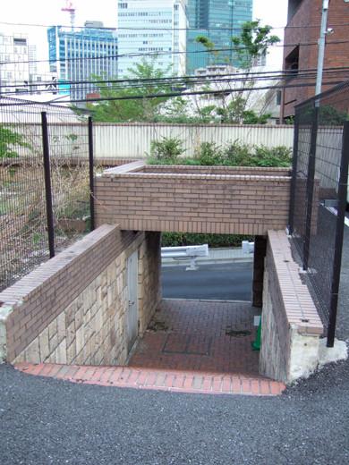ミッドタウン裏の檜坂の坂上にある謎の駐車場と無名坂4