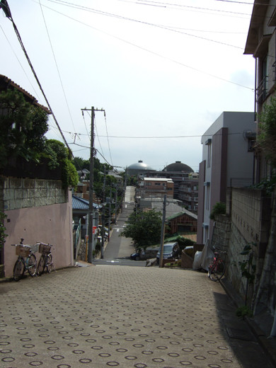 給水塔の見える西馬込の坂道1