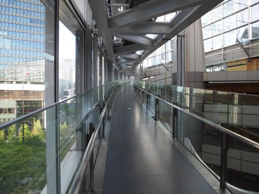 東京国際フォーラムのスロープ14