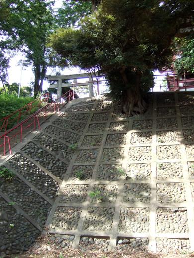 子安八幡神社のスロープ2