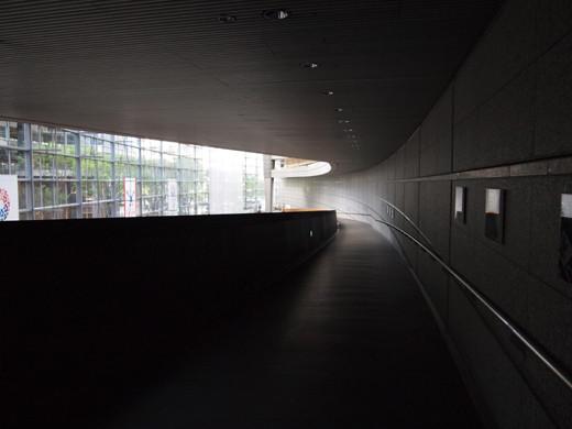 東京国際フォーラムのスロープ6