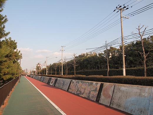 芦屋浜埋め立て地の階段と谷崎記念館2