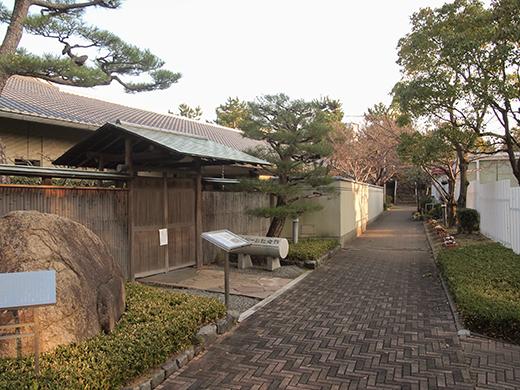 芦屋浜埋め立て地の階段と谷崎記念館7