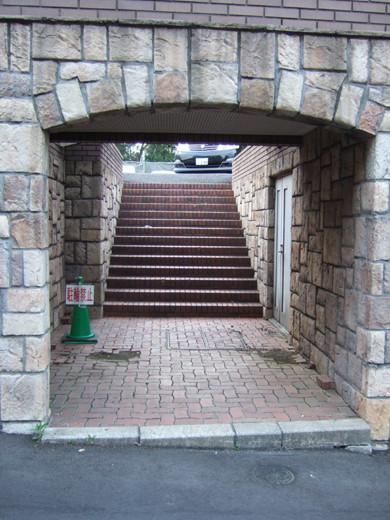 ミッドタウン裏の檜坂の坂上にある謎の駐車場と無名坂3