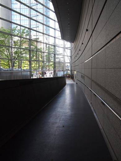 東京国際フォーラムのスロープ2