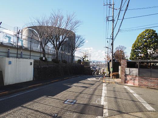 聖蹟桜ヶ丘の桜ヶ丘浄水所横の坂道1