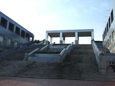 パルテノン多摩の大階段2