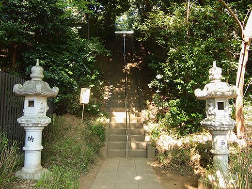 岡本八幡神社のおとこ坂?そしてユーミンの石灯篭。。2
