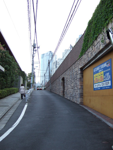ミッドタウン裏の檜坂の坂上にある謎の駐車場と無名坂2