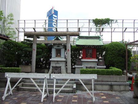 新宿三越アルコットの神社2
