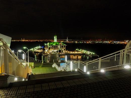 横浜のぷかりさん橋が見える階段1
