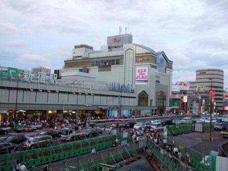 新宿南口2011