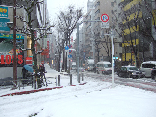 大雪の日の渋谷宮益坂2