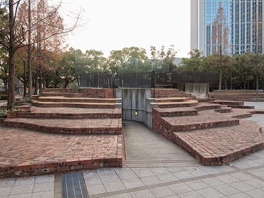 東山遊園地の慰霊と復興のモニュメント。そして21年2