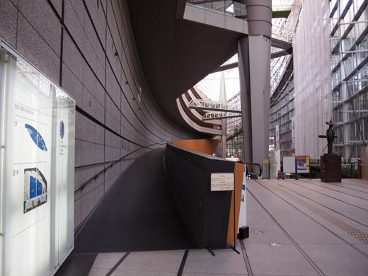 東京国際フォーラムのスロープ1