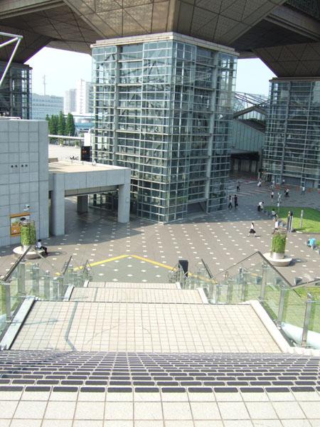 とある街の風景173(ビックサイトの階段)2