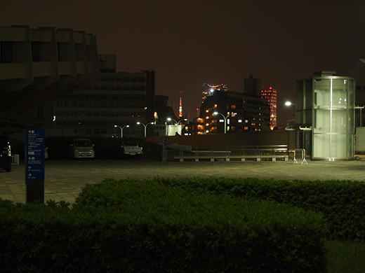 代々木体育館の坂道と東京タワー3