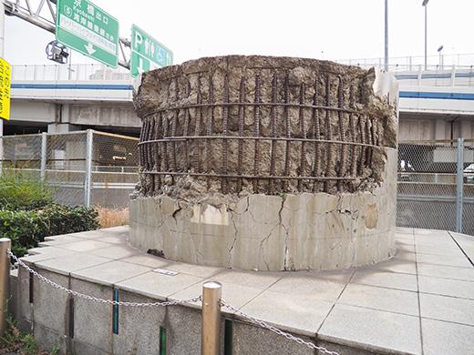 阪神高速道路の橋脚メモリアルモニュメント2