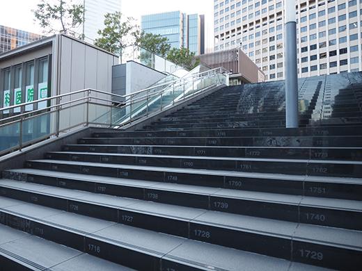 霞が関コモンゲートの大階段と外堀2