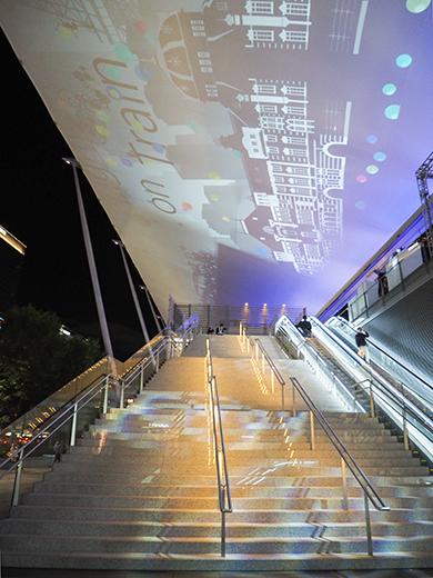 東京駅グランルーフの大階段とインスタレーション1