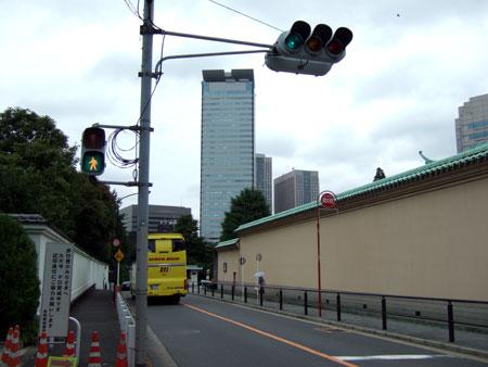 霊南坂とはとバス1