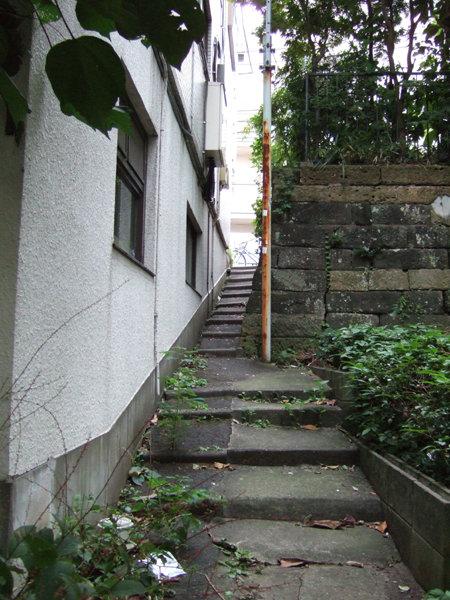01_六本木ヒルズの階段から古地図見比べ
