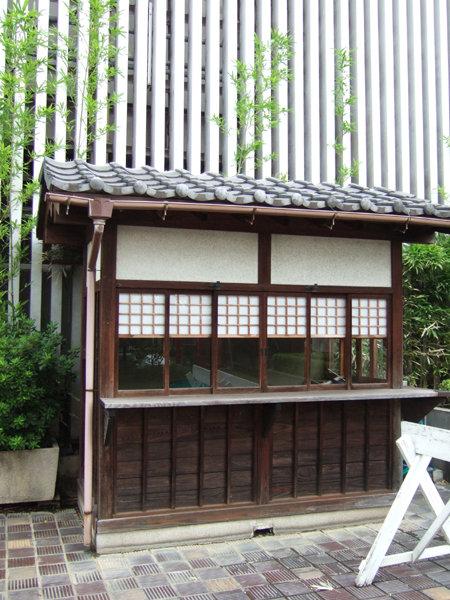 新宿三越アルコットの神社3
