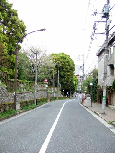 渋谷國學院と御用邸の横の坂3