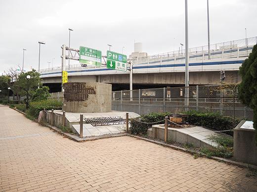 阪神高速道路の橋脚メモリアルモニュメント1